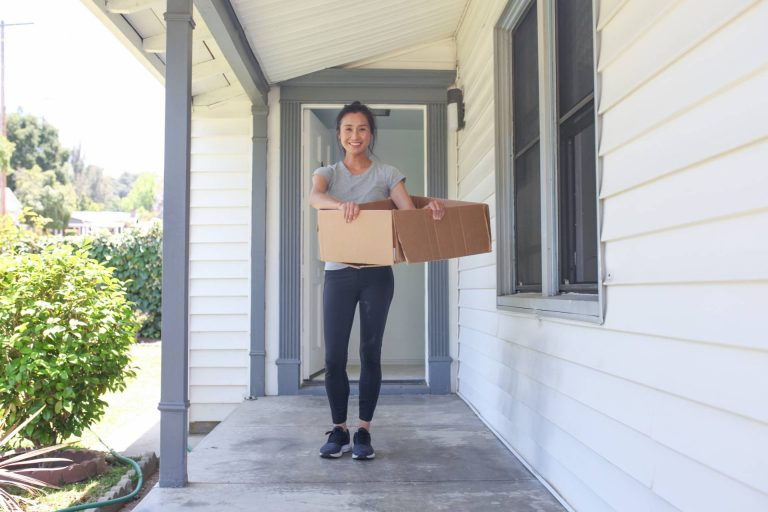 young woman moving into a new community in baton rouge la